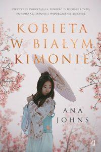 Kobieta w białym kimonie Ana Johns